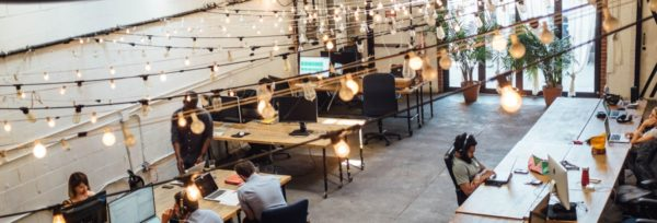 отлично оформленный коворкинг-цент позволит клиентам ощутить лучшие эмоции при работе, а предприниматель получит признание