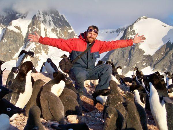 есть очень много неинтересных и скучных профессий, но работа с пингвинами не из их числа