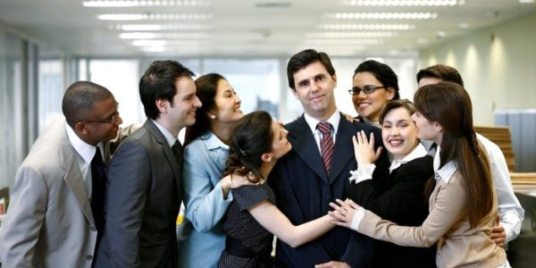 хороший начальник не обязательно должен быть тираном, иногда лучше ценятся демократы